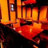 江戸の名残ある蔵を用いた内観と歴史的なロケーションは雰囲気