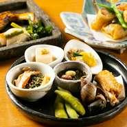 食材を吟味し手をかけながら、季節ごとにおいしい料理をつくります。そのためには、なるべく顔が見える生産者の食材を使用。魚は天然もの、調味料は無添加で手づくりできるものは手づくりにこだわります。