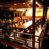 地下にはテーブルタイプの席もございます