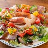 新鮮な魚介を盛りだくさん! 食材に合わせたドレッシングもGood『名物!カルパッチョ』