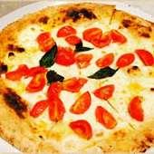 ~白ピザ~ マルゲリータビアンカ(モッツァレラ/バジル/フレッシュトマト)
