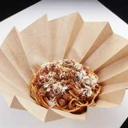 パスタ専門店の味を、お気軽にご家庭でお楽しみいただけます。 パスタやピッツァの他、前菜やサラダもご用意しております。 いろいろ組み合わせて、おうちで本格イタリアン!楽しいひとときをどうぞ。