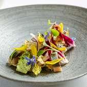 レストランの農園野菜の魅力が詰まったスターター
