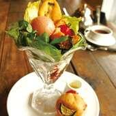 自家製ローストベジタブルのサラダパフェ&カレーマフィン(ドリンク付き)ケーキ付
