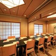 個室は二部屋ございます。人数に合わせて二部屋で最大16名様まで対応可能です。