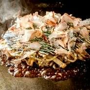 焼そばの麺が入った千房特製のもだん焼です。 本場大阪のもだん焼とは少し違って、もやしのシャキシャキ感と柔らかい食感が特徴です。