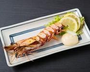 身がたっぷりの大海老は、シンプルに塩焼きで。素材の美味しさをそのまま味わってください。