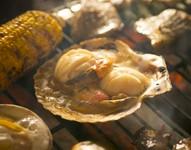 ジューシーでボリューム満点の活ホタテ!秘伝のバター醤油タレでお召し上がりください。