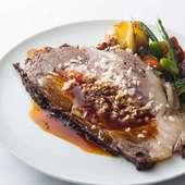 国産牛のローストビーフ グレイビーソースとフレッシュフォースラディッシュ
