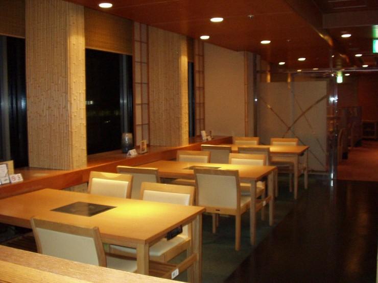 新宿の眺めが見られます。夜は夜景も楽しめます