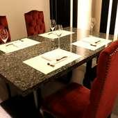 デートや接待、お食事会に。3つの個室でゆったりとお食事を。