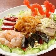 自慢の特製XO醤をさまざまな中華料理に使用してます。また、食の安全、安心を考え、新鮮素材を厳選するとともに、中華料理用油にすべてコレステロール0製品を使用してます。