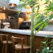 """【SHIROIYA the LOUNGE】のコンセプトは、さまざまなシチュエーションにフィットする""""街のリビング""""。ランチやカフェ、ディナーまで多彩な利用の仕方が可能です。気さくに訪れてみてはいかが。"""