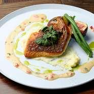 群馬野菜をふんだんに、フルーツ、自家製デリカテッセンなどが一度に楽しめる『群馬野菜とデリサラダ』。ヘルシーながらもボリューム満点、軽めのお食事にもピッタリのメニューです。