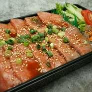 デリバリー、テイクアウトメニューからお選び頂けます。1番人気のユッケ風ボウル、肉鮨も人気です。