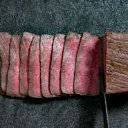 肉の匠「みやかわ」が毎日市場に出向き最高のお肉を仕入れしてお客様にご提供いたします。