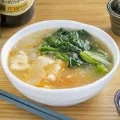 シニガン(酸味の効いたフィリピンのスープ)