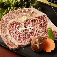 使用しているA4ランクのお肉はA5ランクに劣らないものが使用されており、霜降りが細かく、柔らかさと風味が抜群です。