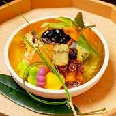 旬素材を最もおいしい料理へと昇華した上質な日本料理が楽しめる