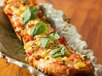 三島産野菜たっぷりの『野菜いろどりバケットピザ』