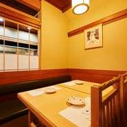 駅からのアクセスも良好な【新宿つな八 総本店】。天ぷらは一品ずつオーダーできるので、「何にする?」なんて話していると、自然と会話も盛り上がります。仲を深めたい時のデートにオススメです。