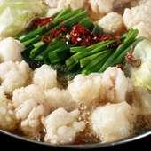 博多もつ鍋をはじめ、鮮魚のお造り4点盛り、寒ブリの竜田揚げや逸品料理など全9品の宴会コース。