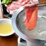 仙台名物の牛タンをしゃぶしゃぶで楽しめる贅沢な宴会コース。