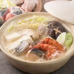 選べる鍋料理(海鮮寄せ鍋/火山鍋/もつ鍋)がメインの贅沢な宴会コース。クーポン利用で 4,980 円(税込)