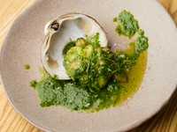 コリコリとした食感と豊かな香りがクセになる『ホッキ貝と香草バター』