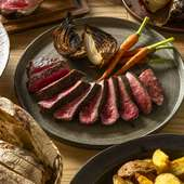 口の中いっぱいに肉そのものの旨みがあふれ出す『牛の炭火焼き』