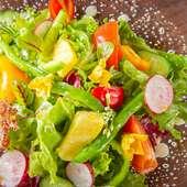 農家直送の野菜サラダ