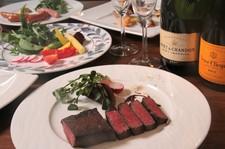 アンガス牛ステーキがメインのコース 3時間飲み放題(2時間半LO)で楽しめます 3名様より承ります