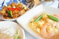 料理2品+自家製ジャンボ焼売+ライス ※料理2品は週替りで提供しています。 本日のメニューはスタッフにお尋ねください。