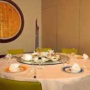 大切なお客様のおもてなしに、北京ダック、フカヒレ、アワビの3大料理を組み込んだコースや飲み放題付プランなど幅広いニーズに応えています。コースはお取り分けの必要も無く安心してお過ごしいただけます。