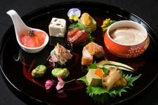 日本の四季を点心で表現する唯一無二の点心懐石コース。全20品前後の料理を楽しめて頂けます。