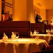 大人の雰囲気を楽しめるレストランで、二人の世界を満喫