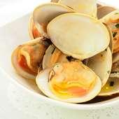 辛口の白ワインを合わせるのがオススメ!『トリッパのトマト煮込みオーブン焼き』