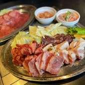 三田ポークやA4-5ランクの和牛を堪能『焼肉満腹盛り』