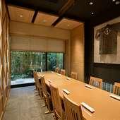 周囲を気にせずゆったりとくつろげる広々個室も人気