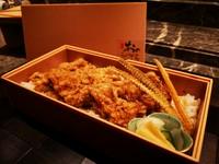 豊洲で仕入れた新鮮な国産鰻を 鰻の骨からとった旨味たっぷりの自家製のつめダレでお召し上がり頂く贅沢なお重 ※テイクアウトのみのご提供となります。