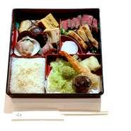 接待や会食にピッタリの特製松花堂弁当です。 ※前日まで要予約です。