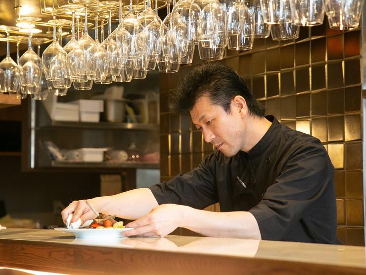 ゲストの食事のタイミングをみて、次の料理にとりかかる