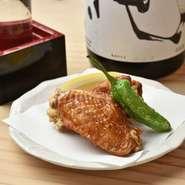 日本酒は冷酒と常温&熱燗で、それぞれオススメをピックアップ。その他ビール・焼酎と、鶏のおいしさを引き立てるドリンクメニューを用意。今宵の一品をさらに味わい深くしてくれます。