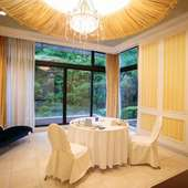 プライベートを守り和やかな食事会を楽しむ個室