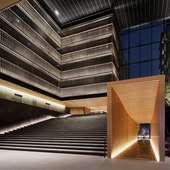 テーブル「スカーラエ・モデルナ」