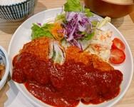 奈良の伝統野菜「大和丸なす」を使った店オリジナルのメニュー『大和丸なすと甘長唐辛子の揚げ浸し定食』