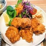 だしが決めて 鶏むね肉のから揚げ(ご飯・お味噌汁・小鉢付)