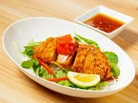 国産の豚肉を冷しゃぶにしました。暑い日にもさっぱりと食べれます。たっぷりのお野菜といっしょにお召し上がりください。