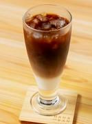 白と黒のコントラストが美しい『カフェ・オレ(ICE)』
