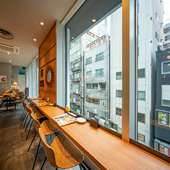 渋谷の夜景も見える、窓際席で二人の時間を